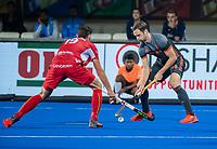 BHUBANESWAR, INDIA - Billy Bakker (Ned) met Felix Denayer (Belgie)   tijdens   de  finale tussen België en Nederland (0-0) bij het WK Hockey heren in het Kalinga Stadion. Belgie wint na shoot-outs. COPYRIGHT KOEN SUYK