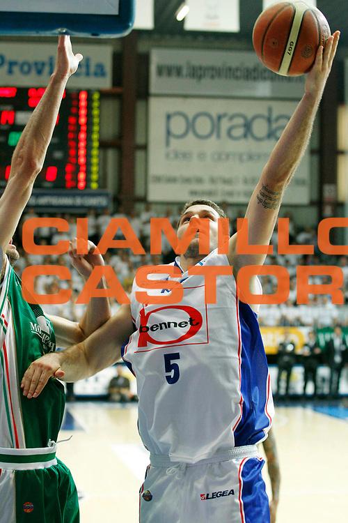 DESCRIZIONE : Cantu Lega A 2010-11 Finale Play off Gara 3 Bennet Cantu Montepaschi Siena<br /> GIOCATORE : Vladimir Micov<br /> SQUADRA : Bennet Cantu<br /> EVENTO : Campionato Lega A 2010-2011<br /> GARA : Bennet Cantu Montepaschi Siena<br /> DATA : 15/06/2011<br /> CATEGORIA : Tiro<br /> SPORT : Pallacanestro<br /> AUTORE : Agenzia Ciamillo-Castoria/G.Cottini<br /> Galleria : Lega Basket A 2010-2011<br /> Fotonotizia : Cantu Lega A 2010-11 Finale Play off Gara 3 Bennet Cantu Montepaschi Siena<br /> Predefinita :