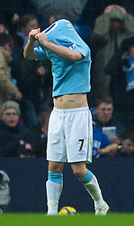 MANCHESTER, ENGLAND - Sunday, February 21, 2010: Manchester City's Stephen Ireland rues a missed chance against Liverpool during the Premiership match at the City of Manchester Stadium. (Photo by: David Rawcliffe/Propaganda)
