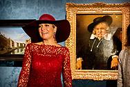 4-10-2017- DEN HAAG - Koningin Maxima opent woensdagochtend 4 oktober in het Mauritshuis in Den Haag de reizende tentoonstelling 'Tien topstukken on tour: Voor Nederland verworven dankzij de BankGiro Loterij'. Met deze tentoonstelling willen het Kr&ouml;ller-M&uuml;ller Museum, het Van Gogh Museum, het Rijksmuseum en het Mauritshuis het belang van nieuwe aankopen voor Nederland tonen. Copyright Robin Utrecht<br /> <br /> 4-10-2017- THE HAGUE - Queen Maxima opens the tour at the Mauritshuis in The Hague on Wednesday morning 4 October, &quot;Ten Tops on Tour: For The Netherlands Acquired With The BankGiro Lottery&quot;. With this exhibition, the Kr&ouml;ller-M&uuml;ller Museum, the Van Gogh Museum, the Rijksmuseum and the Mauritshuis want to show the importance of new purchases for the Netherlands. Copyright Robin Utrecht