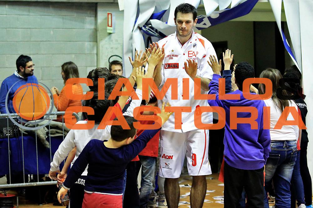 DESCRIZIONE : Milano Lega A 2012-2013 EA7 Emporio Armani Milano Vanoli Cremona<br /> GIOCATORE : Antonis Fotsis<br /> CATEGORIA : pre game<br /> SQUADRA : EA7 Emporio Armani Milano<br /> EVENTO : Campionato Lega A 2012-2013 <br /> GARA : EA7 Emporio Armani Milano Vanoli Cremona<br /> DATA : 16/03/2013<br /> SPORT : Pallacanestro <br /> AUTORE : Agenzia Ciamillo-Castoria/I.Mancini<br /> Galleria : Lega Basket A 2012-2013  <br /> Fotonotizia : Milano Lega A 2012-2013 EA7 Emporio Armani Milano Vanoli Cremona<br /> Predefinita :