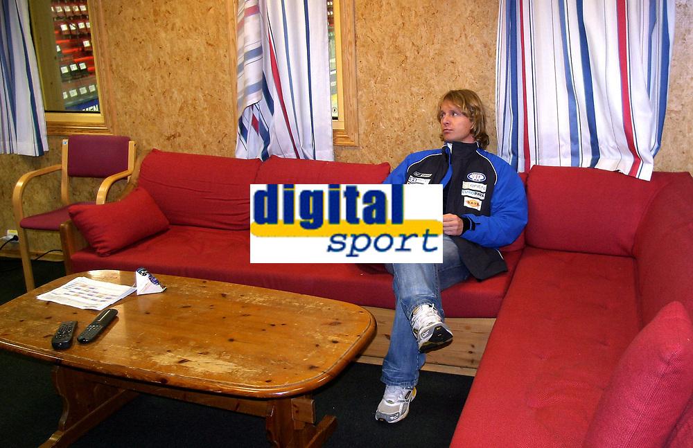 Ishockey<br /> GET-Ligaen<br /> 11.12.07<br /> Jordal Amfi<br /> V&aring;lerenga VIF - Trondheim TIK<br /> Trener Espen Shampo Knutsen<br /> Foto - Kasper Wikestad