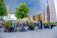 ROTTErDAM <br /> Uit veiligheid obstakels voor winkelcentra in Rotterdam  markthal en alexDRIUM <br />   Uit veiligheidsoverwegingen staan in Rotterdam sinds vorige week betonnen obstakels voor de ingang van twee winkelcentra. Die moeten dienen als extra barri&egrave;re tegen een mogelijke aanslag. Het gaat om het Alexandrium Shopping Center en de Markthal.<br /> <br /> De betonnen blokken bij het Alexandrium zijn geplaatst door Kl&eacute;pierre, de Franse vastgoedeigenaar van het winkelcentrum. Kl&eacute;pierre is ook eigenaar van de Markthal, waar door de gemeente Rotterdam plantenbakken werden neergezet. ROBIN UTRECHT