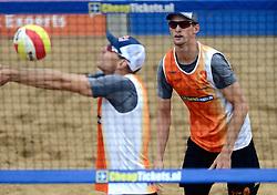 16-08-2014 NED: NK Beachvolleybal 2014, Scheveningen<br /> Alexander Brouwer, Robert Meeuwsen