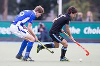UTRECHT- Hockey -  Tom Hiebendaal van HGC  met Rutger Marres (l) van Kampong  tijdens de hoofdklasse competitiewedstrijd tussen de mannen van Kampong en HGC (2-1). COPYRIGHT KOEN SUYK