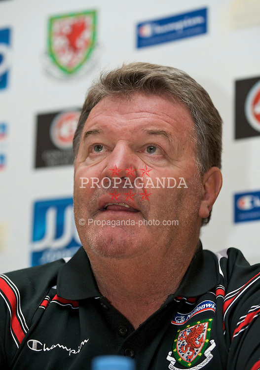 COPENHAGEN, DENMARK - Tuesday, November 18, 2009: Wales' manager John Toshack MBE during a press conference at the Scandic Hotel Copenhagen ahead of the International friendly match against Denmark. (Pic by David Rawcliffe/Propaganda)