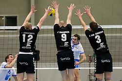 29-01-2013 VOLLEYBAL: BEKER TILBURG STV - ABIANT LYCURGUS 2 : TILBURG <br /> 3-mans blok van Tilburg STV op Peter Barla, Lycurgus 2, Jens Christiaens, Jasper Diefenbach, Bart van Garderen.<br /> &copy;2012-FotoHoogendoorn.nl / Pim Waslander