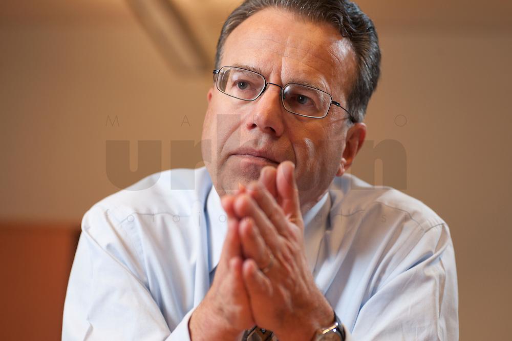09 JAN 2009, BERLIN/GERMANY:<br /> Frank-Juergen Weise, Praesident der Bundesanstalt fuer Arbeit, BfA, waehrend einem Interview, in seinem Buero, Bundesanstalt fuer Arbeit Berlin<br /> IMAGE: 20090109-02-015<br /> KEYWORDS: Frank-Jürgen Weise
