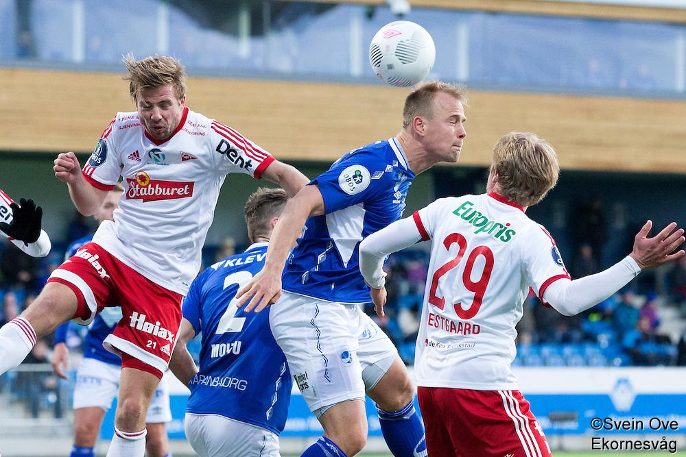 1. divisjon fotball 2015: Hødd - Fredrikstad. Hødds Jesper Tørnqvist (midten) i hodeduell med Filip Johansen Westgaard (t.h.) og Simen Rafn i førstedivisjonskampen mellom Hødd og Fredrikstad på Høddvoll.