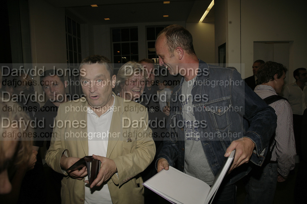 Norman Rosenthall, LYNN BARBER AND  Johnnie Shand Kydd:  book launch party celebrate the publication of Crash.White Cube. Hoxton sq. London. 18 September 2006. ONE TIME USE ONLY - DO NOT ARCHIVE  © Copyright Photograph by Dafydd Jones 66 Stockwell Park Rd. London SW9 0DA Tel 020 7733 0108 www.dafjones.com