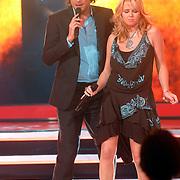 NLD/Weesp/20070312 - 2e Live uitzending Just the Two of Us 2007, optreden Monique Smit en Xander de Buisonje