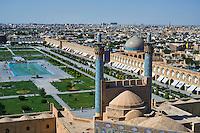 Iran, province d'Ispahan, Ispahan, vue générale sur la pace de l'Imam, classée Patrimoine Mondial de l'UNESCO, Jameh Mosque ou la mosquée du vendredi,  // Iran, Isfahan, general view of the Imam Square, Jameh Mosque or Friday mosque