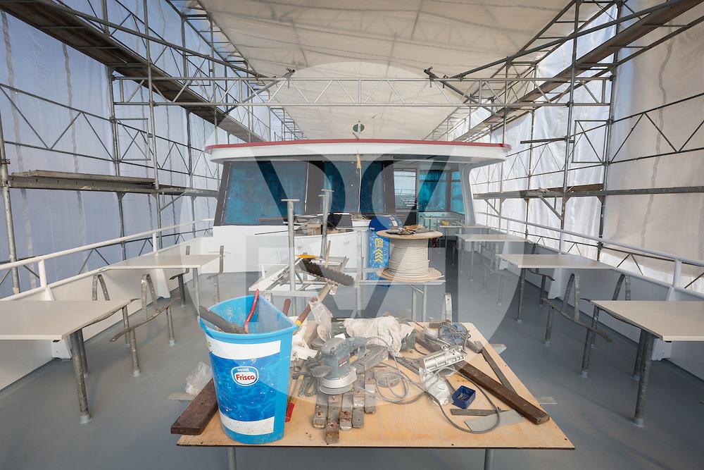 SCHWEIZ - MEISTERSCHWANDEN - Das Flaggschiff MS Brestenberg wurde über den Winter aus dem Wasser genommen und Renoviert. Hier das Oberdeck - 10. März 2015 © Raphael Hünerfauth - http://huenerfauth.ch