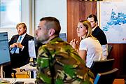 Koning Willem Alexander tijdens een werkbezoek aan het Landelijk Coördinatiecentrum Patiënten Spreiding (LCPS) in het Erasmus MC in Rotterdam.<br /> <br /> King Willem Alexander during a working visit to the National Coordination Center for Patient Distribution (LCPS) in Erasmus MC in Rotterdam.