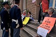 Roma 28 Maggio 2014<br /> Una donna sfrattata con la mamma si sono incatenate all'ingresso  dell'assessorato alla casa del Comune di Roma , sostenuta da altri sfrattati, e dagli attivisti del sindacato Asia-Usb. La famiglia composta due donne e un bambino, perso il lavoro è stata  sfrattata senza ricevere nessuna assistenza da parte del comune di Roma.<br /> Rome May 28, 2014 <br /> A woman evicted with his mother they are chained to the entry  of the Department to the house of the  Municipality of Rome, supported by other evicted, and activists of the union Asia-USB. The family of two women and a child, lost the job was evicted without receiving any assistance from the municipality of Rome.