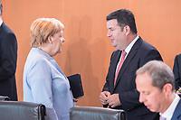 14 AUG 2019, BERLIN/GERMANY:<br /> Angela Merkel (L), CDU, Budneskanzlerin, und Hubertus Heil (R), SPD, Bundesarbeitsminister, im Gespraech, vor Beginn der Kabinettsitzung, Bundeskanzleramt<br /> IMAGE: 20190814-01-007<br /> KEYWORDS: Kabinett, Sitzung, Gespräch