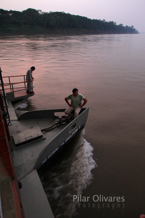 People travel on the Delfin I luxury cruise across the Maranon river at Peru's Pacaya Samiria National Reserve in the Amazon jungle, September 4, 2011. REUTERS/Pilar Olivares.... ....