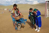 Mongolie. Centre d'initiation chamanique. Shaman. Chamane.  Lecture des oracles. // Shamanisme initiation centre. Oracle. Mongolia.