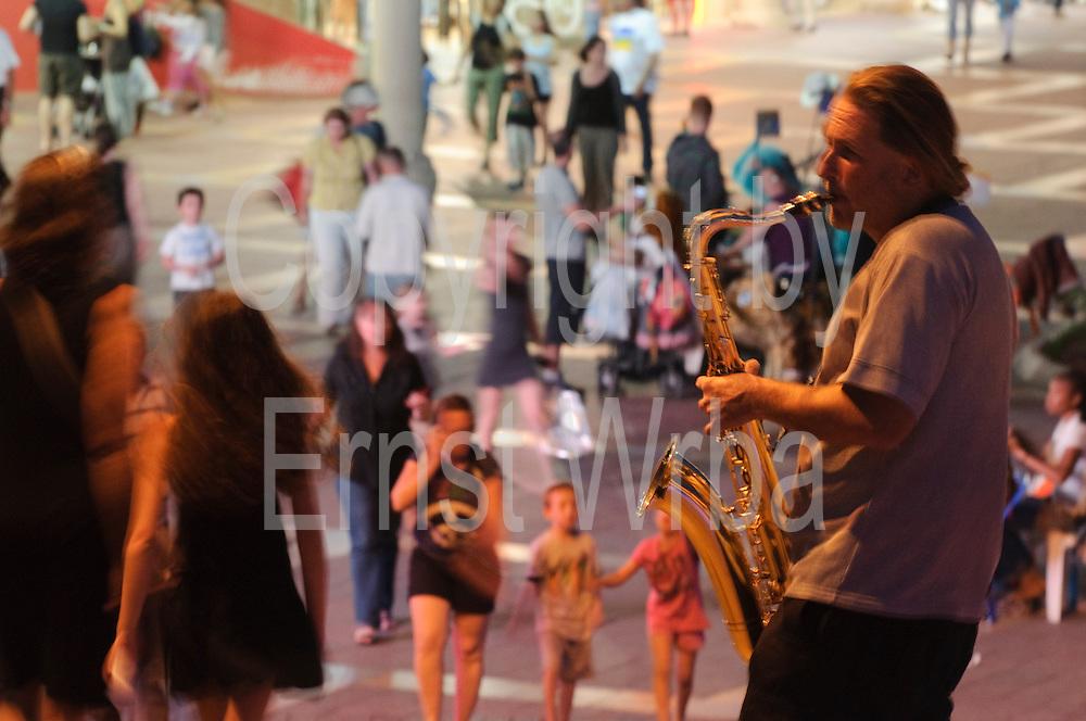 Nachtleben, Straßenmusiker, Promenade, Eilat, Rotes Meer, Israel.|.night life, street musician, esplanade, Eilat, Red Sea, Israel.