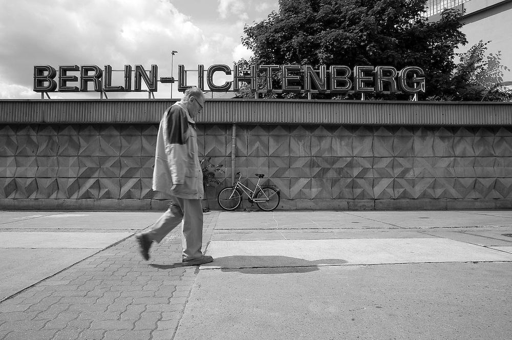 """Deutschland - Germany - BERLIN Lichtenberg; Bezirke mit """"rechten"""" Orten in Berlin; HIER:  Bahnhof Lichtenberg;       21.05.2008; © Christian Jungeblodt"""