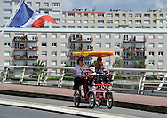 09/08/11 - VICHY - ALLIER - FRANCE - Rosalie sur le Pont Barrage a Vichy - Photo Jerome CHABANNE