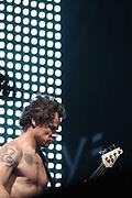 Op woensdag 16 juni 2004 geven de Red Hot Chili Peppers in de Amsterdam ArenA voor het eerst in hun twintigjarige carrière een stadionconcert in Nederland. Sinds de terugkeer van John Frusciante bij de Peppers in 1999 maakt de band een enorme bloei door. De Peppers gaan in de zomer van 2004 onder de titel Roll On The Red Tour op een uitgebreide stadiontournee.<br /> <br /> Red Hot Chili Peppers live in the Amsterdam Arena . It is the first stadion concert in 20 years in the Netherlands. The Summer tour of the Peppers is called Roll On The Red Tour.
