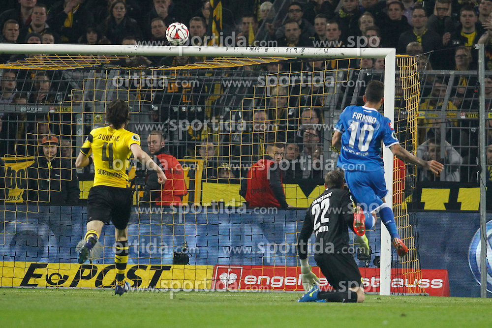 07.04.2015, Signal Iduna Park, Dortmund, GER, DFB Pokal, Borussia Dortmund vs TSG 1899 Hoffenheim, Viertelfinale, im Bild Roberto Firmino (TSG 1899 Hoffenheim #10)mit dem Tor zum 2:1 gegen Torwart Mitchell Langerak (Borussia Dortmund #22) und Neven Subotic (Borussia Dortmund #4) // during German DFB Pokal quarter final match between Borussia Dortmund and TSG 1899 Hoffenheim at the Signal Iduna Park in Dortmund, Germany on 2015/04/07. EXPA Pictures &copy; 2015, PhotoCredit: EXPA/ Eibner-Pressefoto/ Schueler<br /> <br /> *****ATTENTION - OUT of GER*****