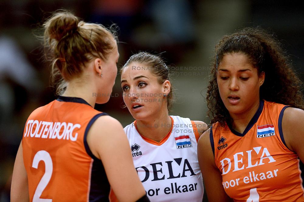23-09-2014 ITA: World Championship Nederland - Kazachstan, Verona<br /> Nederland wint de opening wedstrijd met 3-0 / Myrthe Schoot, Celeste Plak