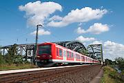 S-Bahn Zug, Elbbruecken, Hamburg, Deutschland.|.railway, Elbe Bridges, Hamburg, Germany.