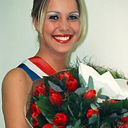 Miss Nederland 1996 Marja de Graaf overhandigd nieuwe tulp bloemenveiling Aalsmeer
