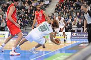 DESCRIZIONE : Torino Coppa Italia Final Eight 2012 Semifinale Montepaschi Siena EA7 Emporio Armani Milano<br /> GIOCATORE : Shaun Stonerook<br /> CATEGORIA : passaggio palleggio equilibrio curiosita<br /> SQUADRA : Montepaschi Siena<br /> EVENTO : Suisse Gas Basket Coppa Italia Final Eight 2012<br /> GARA : Montepaschi Siena EA7 Emporio Armani Milano<br /> DATA : 18/02/2012<br /> SPORT : Pallacanestro<br /> AUTORE : Agenzia Ciamillo-Castoria/C.De Massis<br /> Galleria : Final Eight Coppa Italia 2012<br /> Fotonotizia : Torino Coppa Italia Final Eight 2012 Semifinale Montepaschi Siena EA7 Emporio Armani Milano<br /> Predefinita :