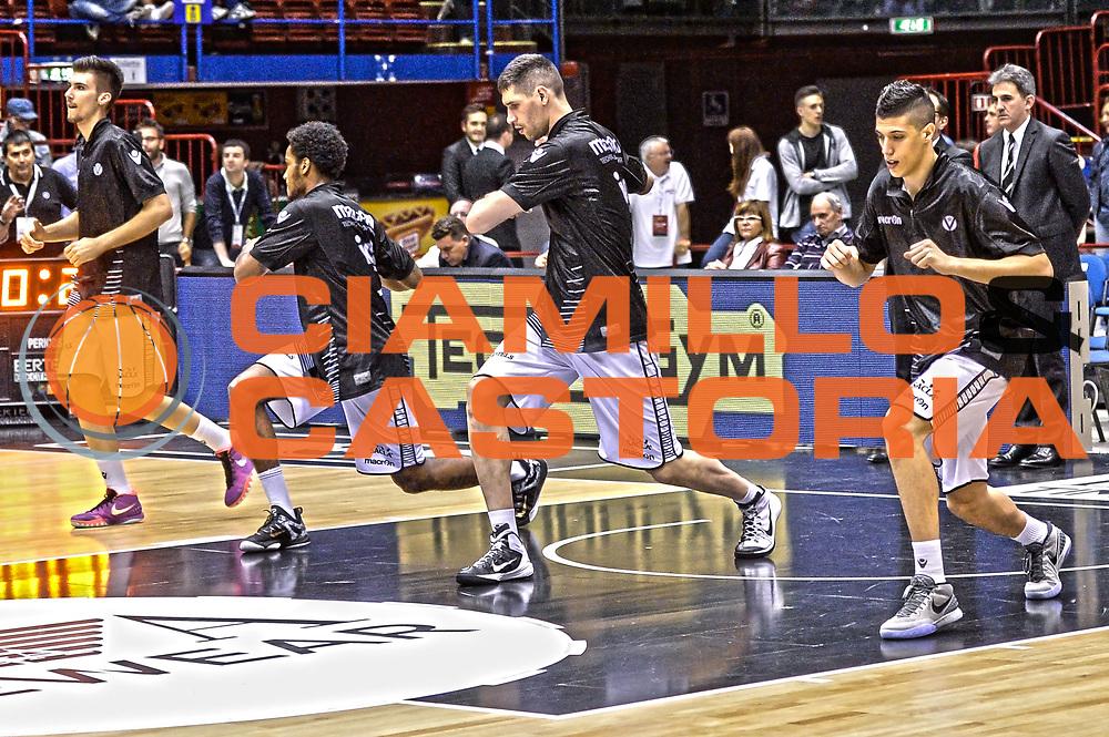 DESCRIZIONE : Milano Lega A 2014-15 EA7 Emporio Armani Milano vs Granarolo Bologna playoff Quarti di Finale gara 2 <br /> GIOCATORE : Granarolo Bologna<br /> CATEGORIA : Riscaldamento <br /> SQUADRA : Granarolo Bologna<br /> EVENTO : PlayOff Quarti di finale gara 2<br /> GARA : EA7 Emporio Armani Milano vs Granarolo Bologna PlayOff Quarti di finale Gara 2<br /> DATA : 20/05/2015 <br /> SPORT : Pallacanestro <br /> AUTORE : Agenzia Ciamillo-Castoria/Mancini Ivan<br /> Galleria : Lega Basket A 2014-2015 Fotonotizia : Milano Lega A 2014-15 EA7 Emporio Armani Milano vs Granarolo Bologna  playoff quarti di finale  gara 2 Predefinita :