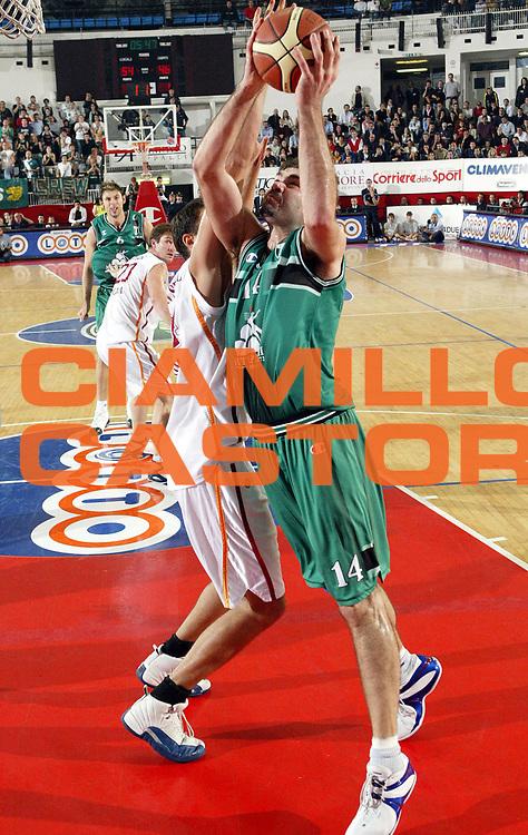DESCRIZIONE : ROMA CAMPIONATO LEGA A1 2004-2005<br />GIOCATORE : CHIACIG<br />SQUADRA : MONTEPASCHI SIENA<br />EVENTO : CAMPIONATO LEGA A1 2004-2005<br />GARA : LOTTOMATICA ROMA-MONTEPASCHI SIENA<br />DATA : 27/10/2004<br />CATEGORIA : <br />SPORT : Pallacanestro<br />AUTORE : Agenzia Ciamillo-Castoria/M.Cacciaguerra
