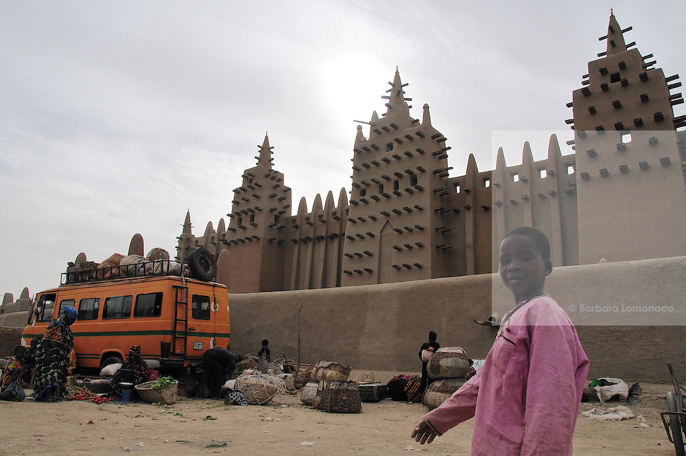 Djenné mud mosque after the Monday market