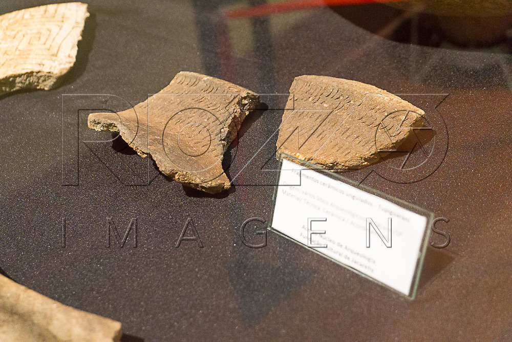Fragmentos cer&acirc;micos ungulados - Tupiguarani no Museu de Antropologia do Vale do Para&iacute;ba, Jacare&iacute; - SP, 06/2016.<br /> Origem: S&iacute;tios Arqueol&oacute;gicos de Jacare&iacute; - SP, Material/T&eacute;cnica: Cer&atilde;mica/Acordelamento.