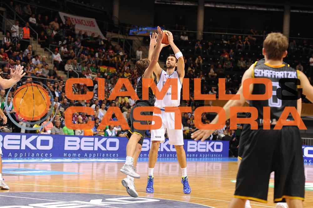 DESCRIZIONE : Siauliai Lithuania Lituania Eurobasket Men 2011 Preliminary Round Italia Germania Italy Germany<br /> GIOCATORE : Andrea Bargnani<br /> SQUADRA : Italia Italy<br /> EVENTO : Eurobasket Men 2011<br /> GARA : Italia Germania Italy Germany<br /> DATA : 01/09/2011 <br /> CATEGORIA : tiro three point<br /> SPORT : Pallacanestro <br /> AUTORE : Agenzia Ciamillo-Castoria/GiulioCiamillo<br /> Galleria : Eurobasket Men 2011 <br /> Fotonotizia : Siauliai Lithuania Lituania Eurobasket Men 2011 Preliminary Round Italia Germania Italy Germany<br /> Predefinita :