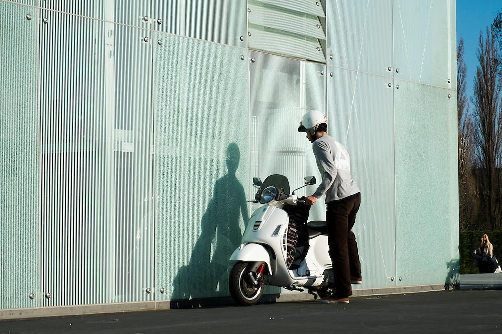 Nederland, Rotterdam, 9 maart 2014<br /> Man parkeert zijn scooter <br /> Foto(c): Michiel Wijnbergh