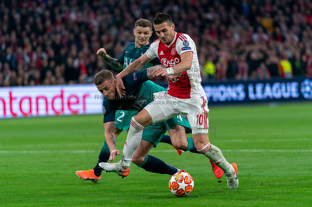 08-05-2019 NED: Semi Final Champions League AFC Ajax - Tottenham Hotspur, Amsterdam<br /> After a dramatic ending, Ajax has not been able to reach the final of the Champions League. In the final second Tottenham Hotspur scored 3-2 / Dusan Tadic #10 of Ajax, Toby Alderweireld #4 of Tottenham Hotspur