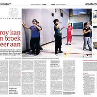 Tekst en beeld zijn auteursrechtelijk beschermd en het is dan ook verboden zonder toestemming van auteur, fotograaf en/of uitgever iets hiervan te publiceren <br /> <br /> Parool 30 november 2013: kinderen letten op overgewicht