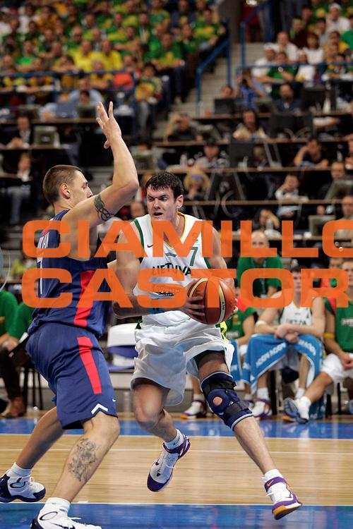 DESCRIZIONE : Belgrado Belgrade Eurobasket Men 2005 Francia-Lituania<br /> GIOCATORE : Darjus Lavrinovic<br /> SQUADRA : Lituania Lithuania<br /> EVENTO : Eurobasket Men 2005 Campionati Europei Uomini 2005<br /> GARA : Francia Lituania France Lithuania<br /> DATA : 22/09/2005<br /> CATEGORIA :<br /> SPORT : Pallacanestro<br /> AUTORE : Ciamillo&amp;Castoria/Fiba Europe Pool
