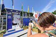 Nederland, Nijmegen, 17-7-2017Inschrijving voor de 101e vierdaagse. Op de Wedren schrijven lopers zich in voor de tocht die dinsdag begint . 30, 40 en 50 km. 46.000 deelnemers hebben zich aangemeld. Ze krijgen als startbewijs een polsbandje met een barcode die de controle op het parcours makkelijker maakt.Foto: Flip Franssen