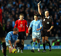 Fotball<br /> Premier League 2004/05<br /> Manchester City v Manchester United<br /> 13. februar 2005<br /> Foto: Digitalsport<br /> NORWAY ONLY<br /> Wayne Rooney Mancherser United receives yellow card from Referee S Bennett