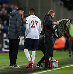 LONDON, ENGLAND - Wednesday, January 29, 2020: Liverpool's Divock Origi goes off injured during the FA Premier League match between West Ham United FC and Liverpool FC at the London Stadium. (Pic by David Rawcliffe/Propaganda)