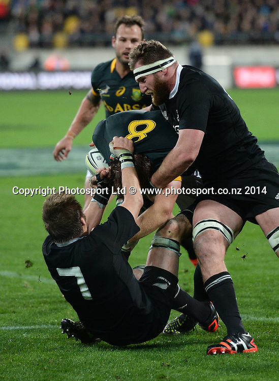 South Africa's Duane Vermeulen makes an attempt for the try line in hte final seconds of the match but is tackled by Richie McCaw and Kieran Read.New Zealand All Blacks versus South Africa Springboks. The Rugby Championship. Rugby Union Test Match. Wellington. New Zealand. Saturday 13 September 2014. Photo: Andrew Cornaga/www.Photosport.co.nz
