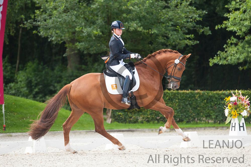 Jeanine Nieuwenhuis - Genua TC<br /> KWPN Kampioenschappen 2016<br /> &copy; DigiShots