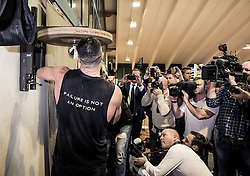 10.11.2015, Stanglwirt, Going, AUT, Wladimir Klitschko, Training, Kampfvorbereitung gegen Tyson Fury (GBR), im Bild Wladimir Klitschko und Medienvertreter, Wladimir Klitschko and media people during a training session before his fight against Tyson Fury (GBR) at the Stanglwirt in Going, Austria on 2015, 11, 10. EXPA Pictures © 2015, PhotoCredit: EXPA, Martin Huber