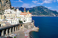 Italie, Campanie, Naples, Golfe de Naples, Côte Amalfitaine, village de Atrani // Italy, Campania, Naples gulf, Amalfitana coast, Atrani village