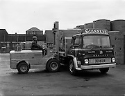 05/09/1961<br /> 09/05/1961<br /> 05 September 1961<br /> Special for Blackwood Hodge lifting machinery. Forklift loading Bedford truck at the Guinness Brewery, St. James's Gate, Dublin.