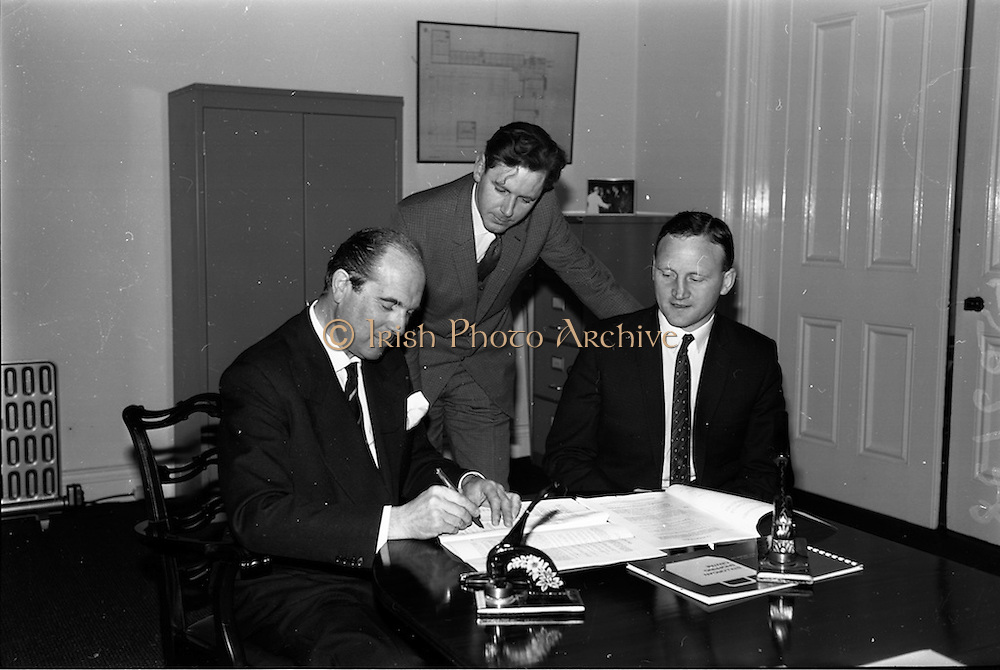 10/05/1965<br /> 05/10/1965<br /> 10 May 1965<br /> (Left to right) Mr. A. Kennedy Kirsch, chairman and managing director of M.E.P.C. (Ireland) Ltd., Mr. John Costello, architect, and Mr. G. C. Crampton, managing director of G. &amp; T. Crampton Ltd., sign the contract for the building of the Stillorgan Shopping Centre.