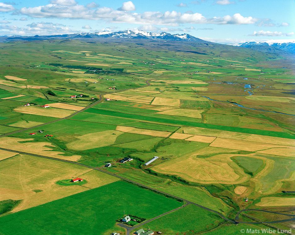 Bjargarkot séð til norðausturs, Tindfjöll í bakgrunni. Rangárþing eystra áður Fljótshlíðarhreppur / Bjargarkot viewing northeast. Tindfjoll mountain range in background. Rangarthing eystra former Fljotshlidarhreppur.